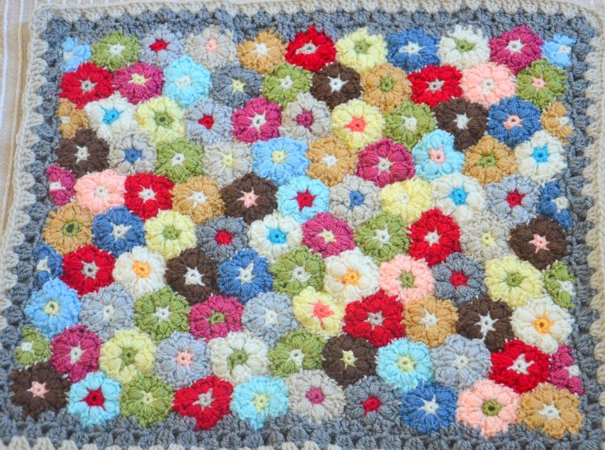 Mollie Flower Crochet Blanket Pattern : Les fleurs gonflees au crochet ou Puff Flower